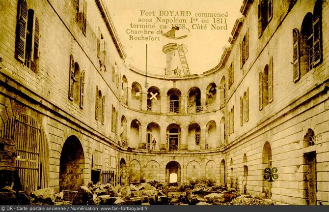 La cour intérieure au début du XXe siècle