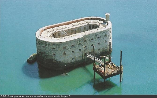 Photo aérienne du Fort Boyard au printemps 1990