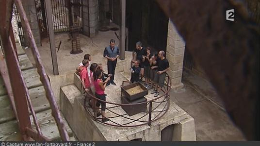 Le proscenium sans les têtes de tigre et avec la Colonne à indices en 2010