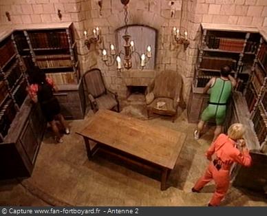 Fort Boyard - Sémaphore - Recherche du bon livre dans la bibliothèque (cellule 109)