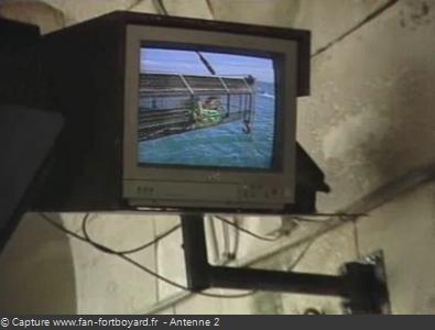 Les Clés de Fort Boyard 1990 : Exemple de moniteur pour les candidats à l'extérieur