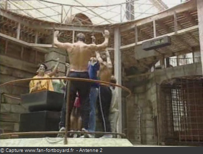 Les Clés de Fort Boyard 1990 : Lieu de la pesée, avec la balance au milieu
