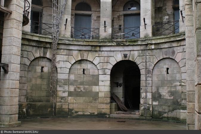 Les arcades sud du rez-de-chaussée de Fort Boyard